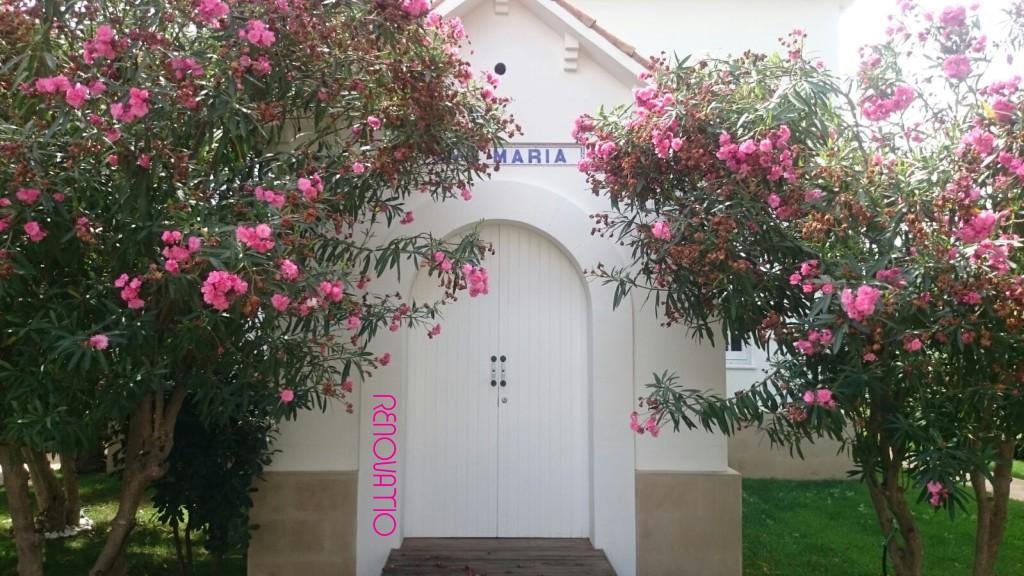 🇪🇸  Detalle del exterior del spa (anteriormente una capilla privada) 🇺🇸  Exterior of the spa (formerly a private chapel)