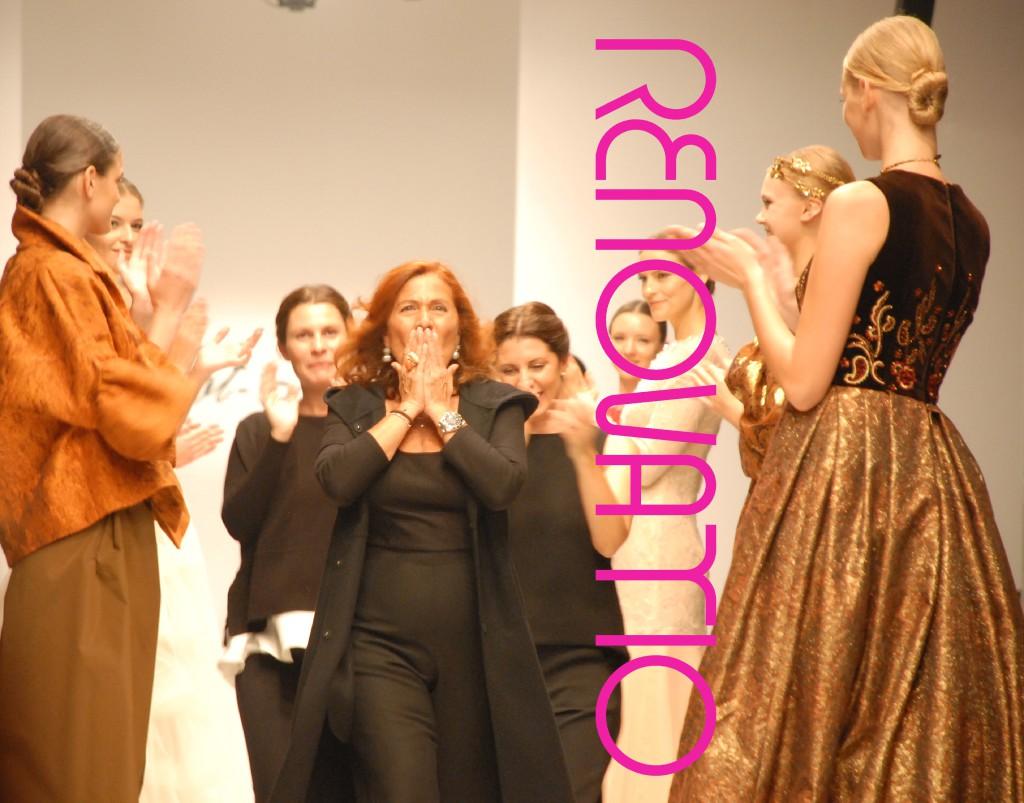 TOT-HOM COLECCIÓN O/I 16.17 Alta Costura, Prêt-à-porter, Línea A y Novias  TOT-HOM COLLECTION F/W 16.17 Haute Couture, Prêt-à-porter, Línea A & Bridal  Las diseñadoras Marta Rota (en cabeza) y Alejandra Osés y Andrea Osés, en su salida a escena arropadas por las modelos y su público.