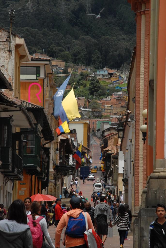Bogotá, capital de la República de Colombia y del departamento de Cundinamarca, está llena de interesantes contrastes: tradición y modernidad, tranquilidad y acción